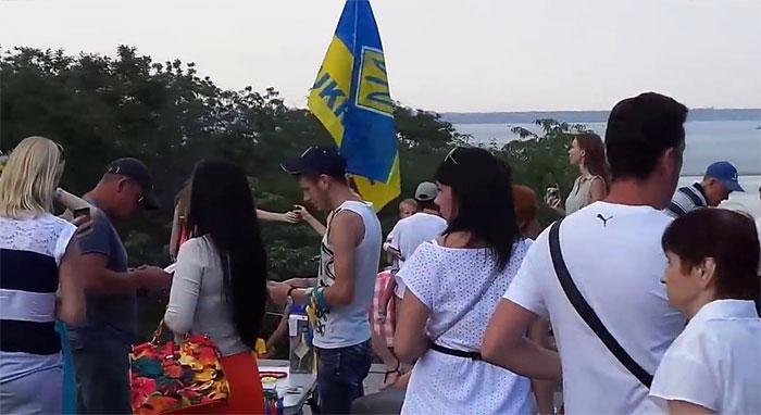 Шок! Срочно! Киевская хунта и правосеки издеваются над одесситами! ВИДЕО!!!