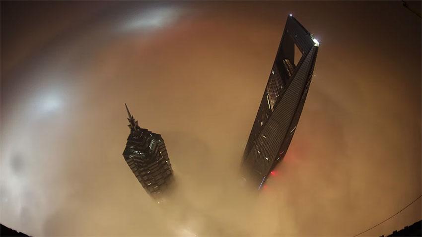 Небеса обетованные. Взгляд с Шанхайской Башни. 650 метров.