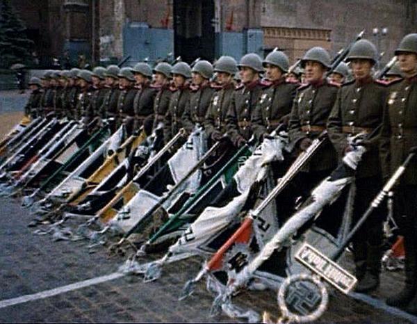segodnya-70-let-so-dnya-legendarnogo-parada-pobedy-smotret-video
