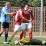 Русский футбол во Пскове: бей судью, чтоб другие боялись! СМОТРЕТЬ ВИДЕО