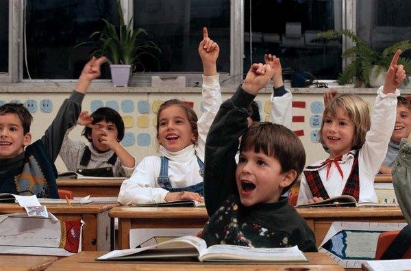 segodnya-den-znanij-s-prazdnikom-shkolniki-smotret-video