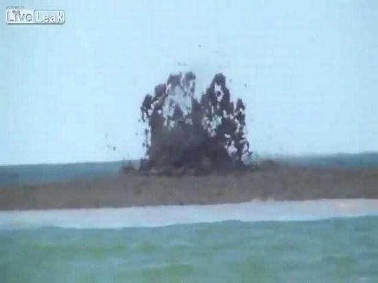 gryazevoj-vulkan-v-krasnodarskom-krae-prosnulsya-video