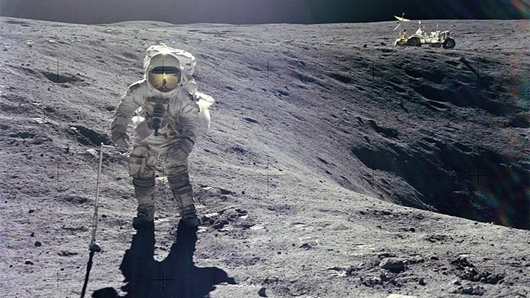 amerikanskij-astronavt-charlz-dyuk-ostavil-na-lune-svoyu-semyu-foto
