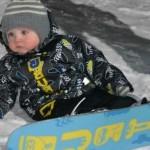 Годовалая малышка-сноубордистка покорила своим обаянием интернет ВИДЕО