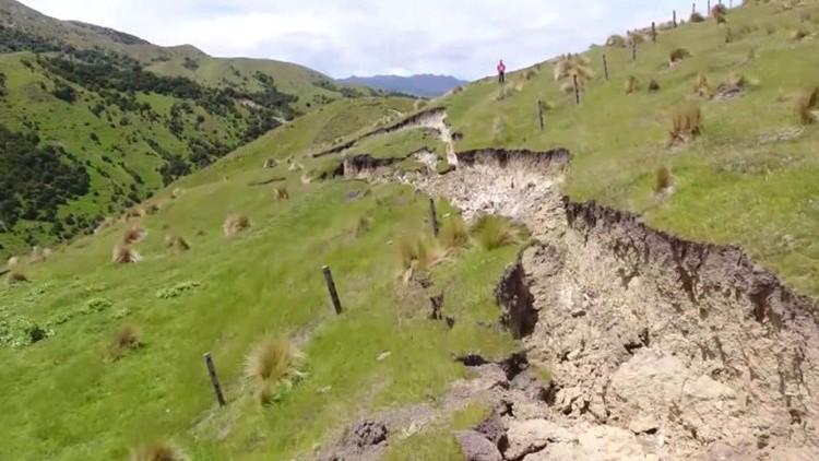 bespilotnye-drony-snimayut-izobrazheniya-gigantskix-treshhin-video