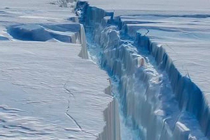antarktida-raskololas-na-treshhinu-v-40-km-video