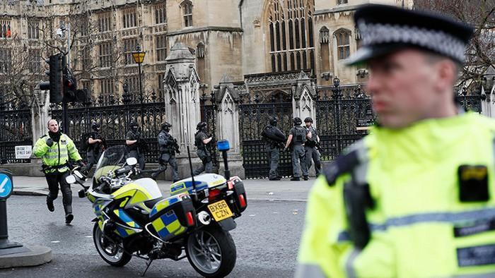 pervye-momenty-posle-napadeniya-terrorista-v-londone