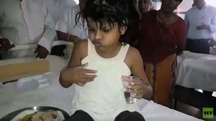 devochka-maugli-byla-najdena-v-dzhunglyax-indii-video