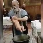 Священник чуть не задушил ребенка во время крещения ВИДЕО