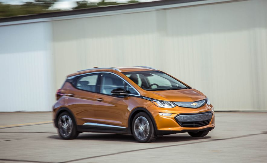 2017-Chevrolet-Bolt-IT-102